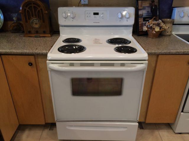 Frigidaire White Coil Top Range Stove Oven Used For Sale