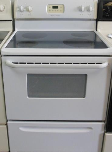Frigidaire white glass top stove for Sale in Dania Florida