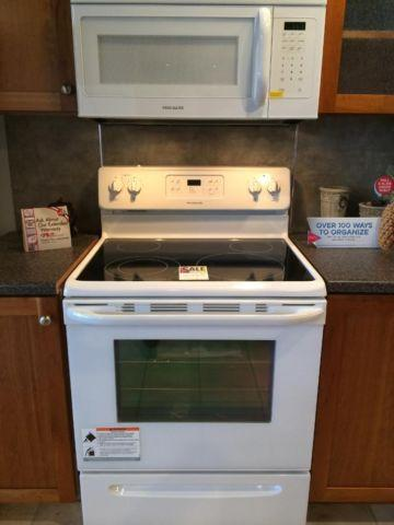 Frigidaire White Smooth Top Range Stove Oven New For
