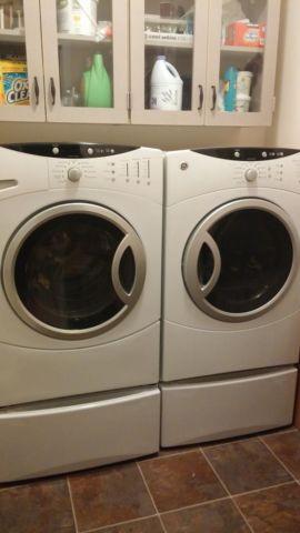 Front Load Ge Washer Amd Dryer Set With Pedestals For