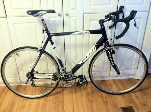 fuji carbon road bike for sale in chattanooga tennessee classified. Black Bedroom Furniture Sets. Home Design Ideas
