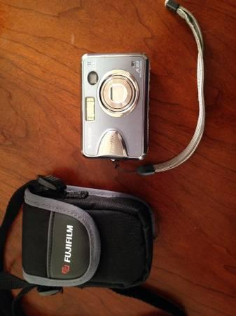 Fujifilm finepix A360 digital camera - $20