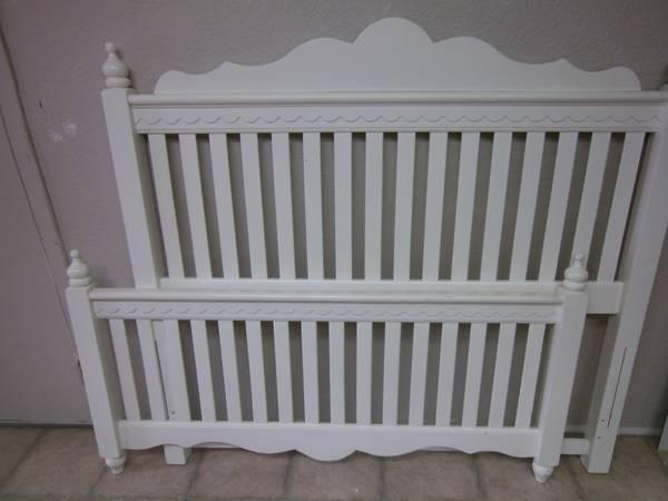 Full Headboard White Poster Cottage Style