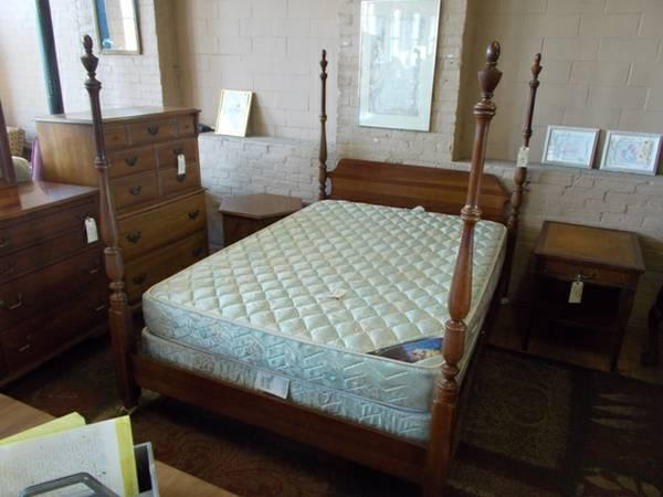 Full Size Cherry 4 Post Bed for Sale in Greenwich