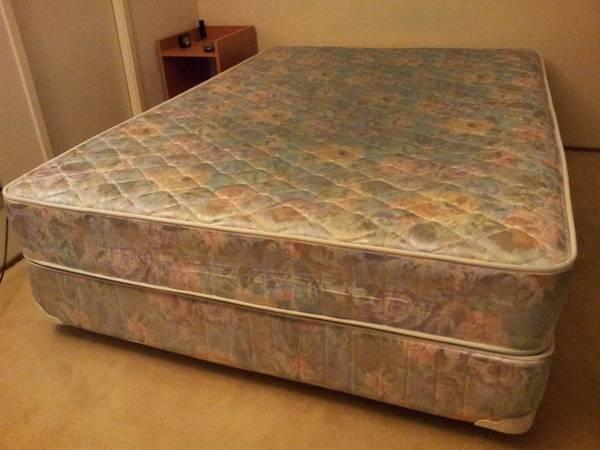 Full Mattress And Box Spring Set For Sale 200