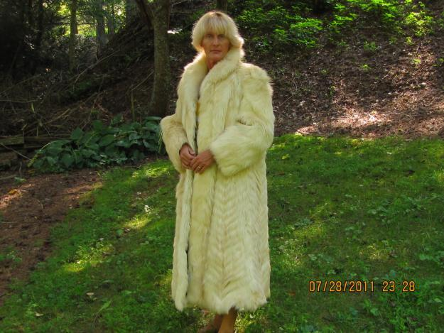 85ac5dfb98 raccoon fur coat Classifieds - Buy   Sell raccoon fur coat across the USA  page 14 - AmericanListed
