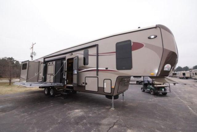 Gateway 3750pt Patio Deck 2 Bedrooms 1 5 Bath Fifth Wheel