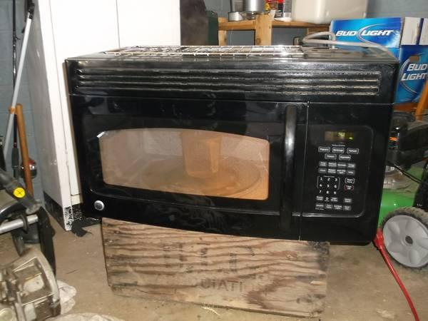 GE Microwave  30in 1.7cu.ft./Under Cabinet Mount   $75