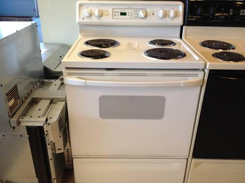 Ge Spectra White Electric Range Stove Oven Used For Sale