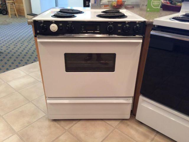 Ge White Amp Black Electric Slide In Range Stove Oven Used