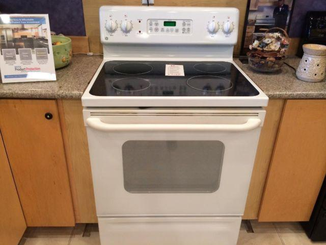 Ge White Smooth Top Range Stove Oven Used For Sale In