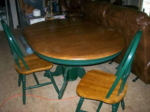 Gently Used Dinning Room Pedestal Table with Four Chairs