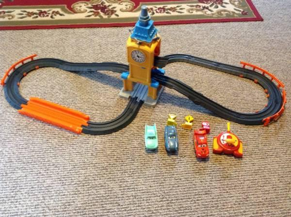 Geo trax cars 2 big Bentley rc racetrack set - $15