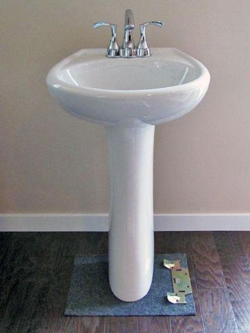 Gerber Pedestal Sink W/ Danze Faucet   Like New