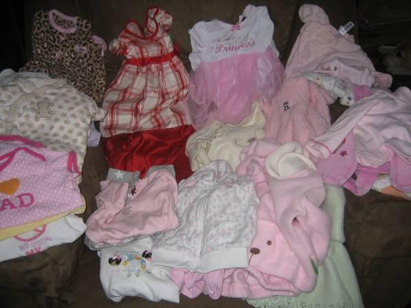 Girl Baby Clothes 6 9 month for Sale in Aspers