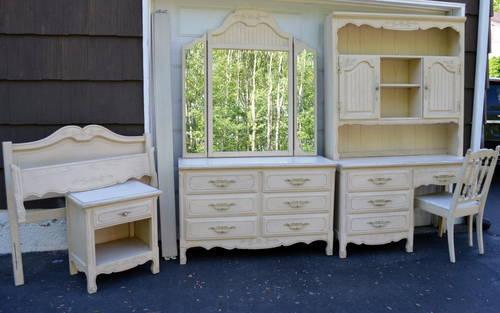 Girls Twin Bedroom Set 10 Pieces For Sale In East