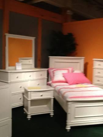 Girls twin white 7 piece bedroom group for sale in high for Bedroom furniture high point nc