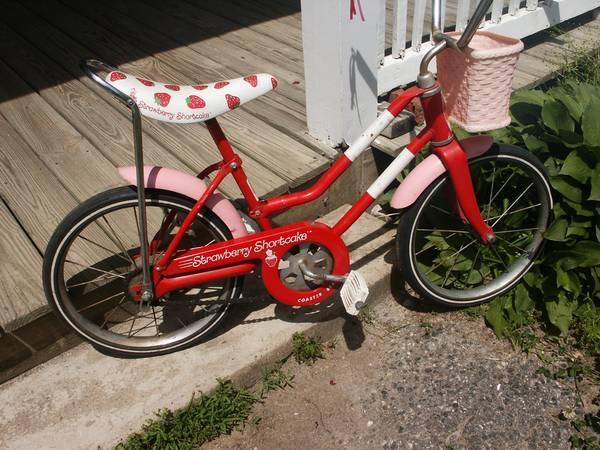 Girls Vintage Strawberry Shortcake Bike With Banana Seat For