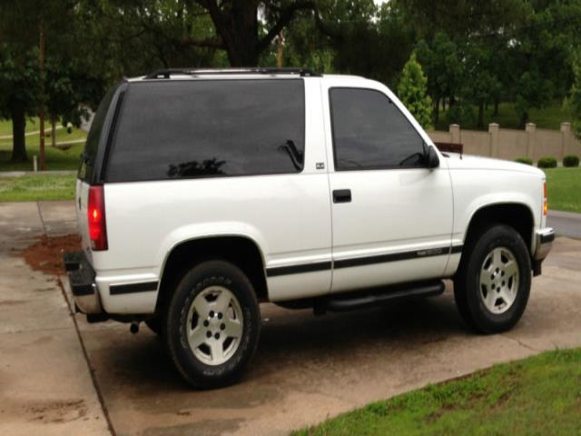 motor for miles showroom lt classifieds cars w tahoe sale chevrolet hemmings door news condition