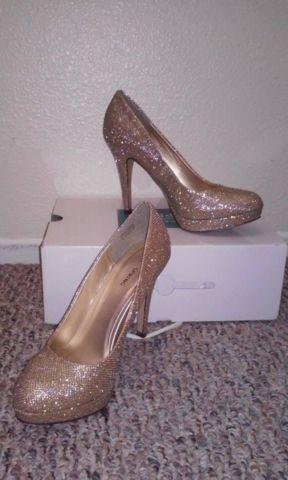 9e0ab2689a9 Golden Glittery High Heels for Sale in El Centro