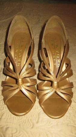 Golden Shoes 4summertime Excellent cond & price - New