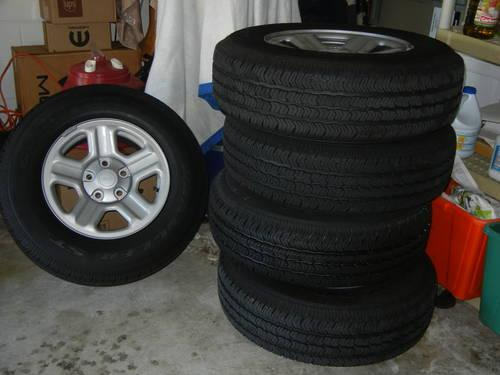 Goodyear Wrgler SR-A M+S/R245/75R16 Tires /Jeep Wheels
