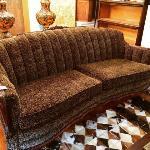 Gorgeous 1900's Couch - Pristine condition - A must see