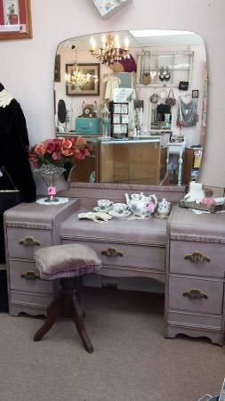 Remarkable Gorgeous 1920S Vanity W Victorian Velvet Stool For Sale In Gamerscity Chair Design For Home Gamerscityorg