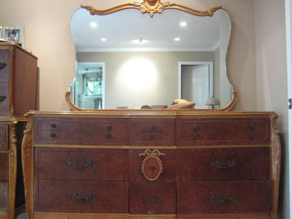 Gorgeous French Antique Bedroom Furniture Set - $1450