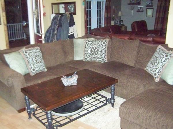gorgeous hom furniture elite collection chocolate chunk. Black Bedroom Furniture Sets. Home Design Ideas