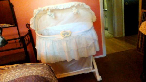 Gorgeous Side Open Bassinet - $40