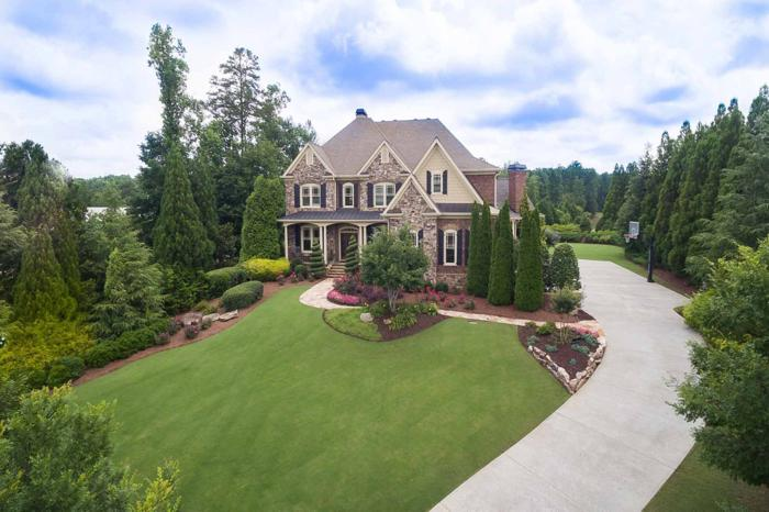 Gorgeous Traditional in The Manor Golf and Country Club