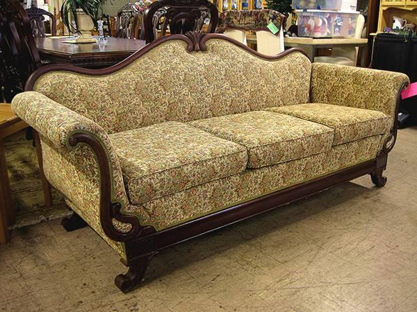 gorgeous victorian style sofa eugene liquidators for. Black Bedroom Furniture Sets. Home Design Ideas