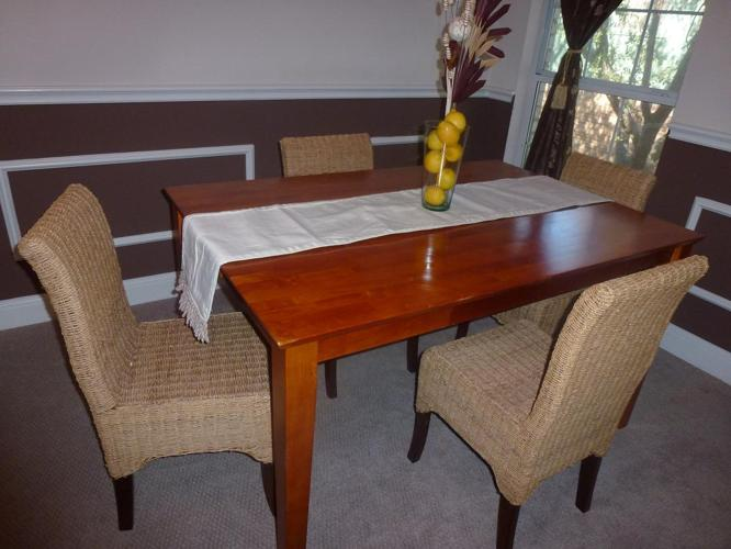 Gorgeous Wood Dining Table With 4 Pottery Barn Woven