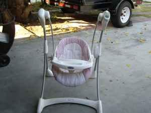 graco baby swing pink white - (bakersfield ) for Sale in Bakersfield