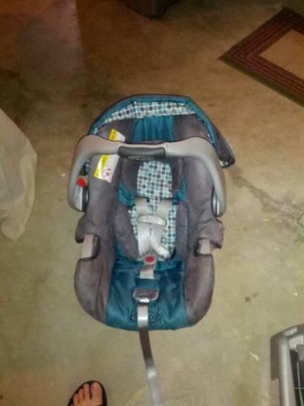 Graco Car Seat and Two Bases For Sale