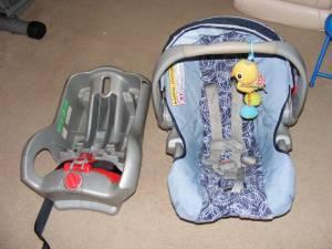 Graco car seat w base  Graco stroller - $70 anchorage