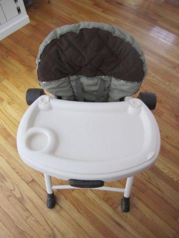 GRACO high chair ~folds flat ~reclines ~height