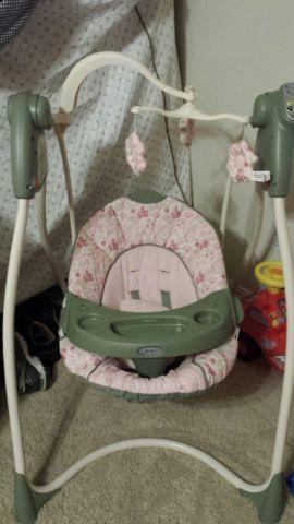 Graco Infant Baby SWING GIRL GREEN  PINK Flower Theme, Barely used