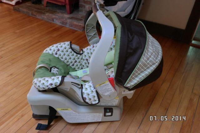 Graco Snugride 30 Carseat Base And Extras Non Recalled
