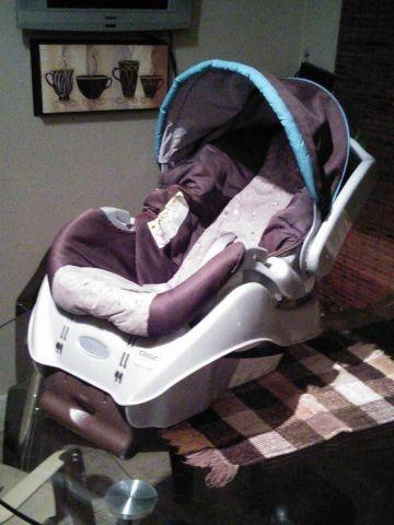 Graco SnugRide Classic Connect Infant Car Seat for Sale in Phoenix ...