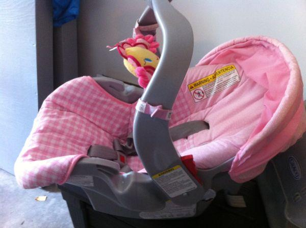 Graco Snugride Infant Girl Car Seat And Base