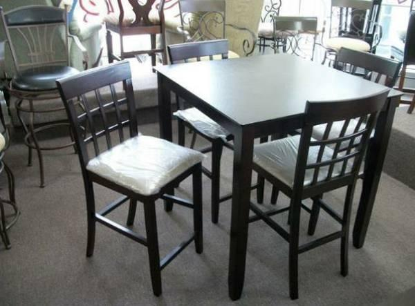 Great apartment size kitchen table with 4 stools for - Kitchen tables for apartments ...