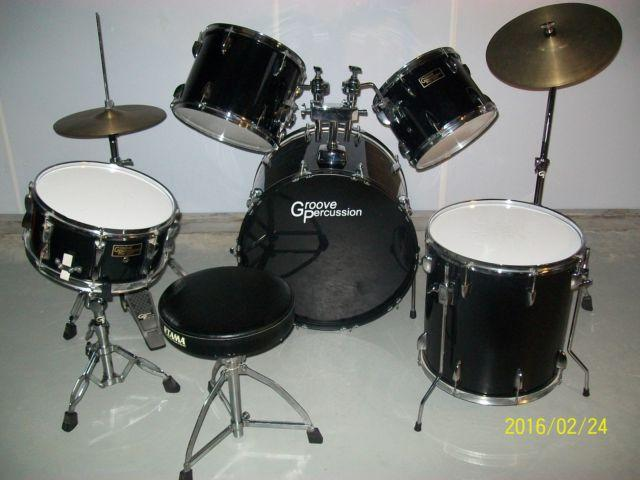 GROOVE PERCUSSION PRO GEAR 5PC. DRUM SET WITH CYMBALS and CHAIR