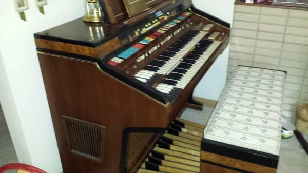 hammond elegante organ for sale in kankakee illinois classified. Black Bedroom Furniture Sets. Home Design Ideas