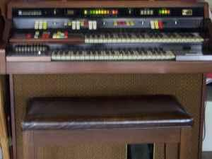 Hammond Organ (spinet) - $100 (Neenah)