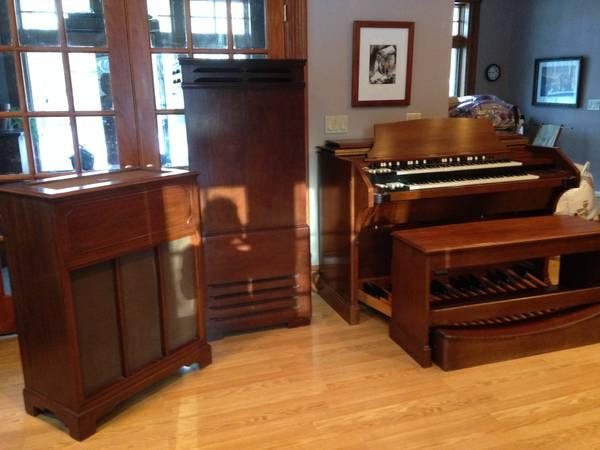 Hammond Organ with tone cabinet and Leslie