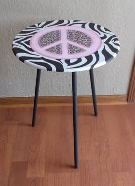 hand painted zebra leopard w pink peace sign side table wood lightweig for sale in belvidere. Black Bedroom Furniture Sets. Home Design Ideas