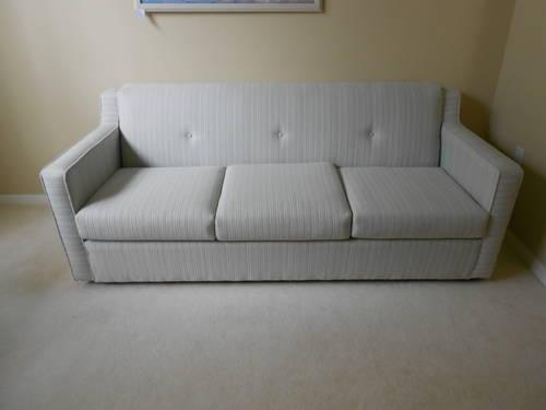 Hardly used sofa bed 5ft wide hickory springs nc for sale for Sofa bed 5ft