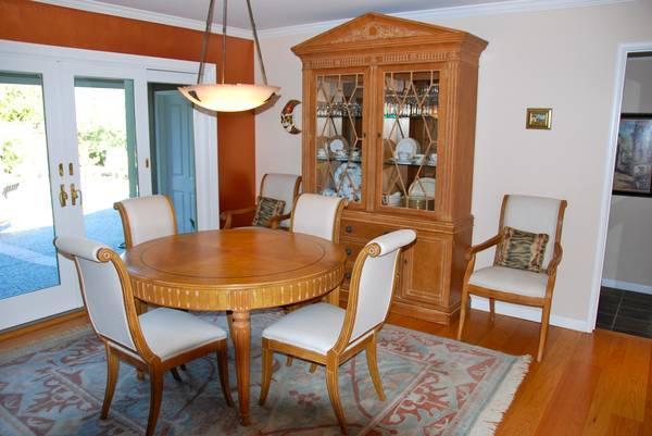 https://images1.americanlisted.com/nlarge/henredon-dining-room-set-3750-americanlisted_31804973.jpg